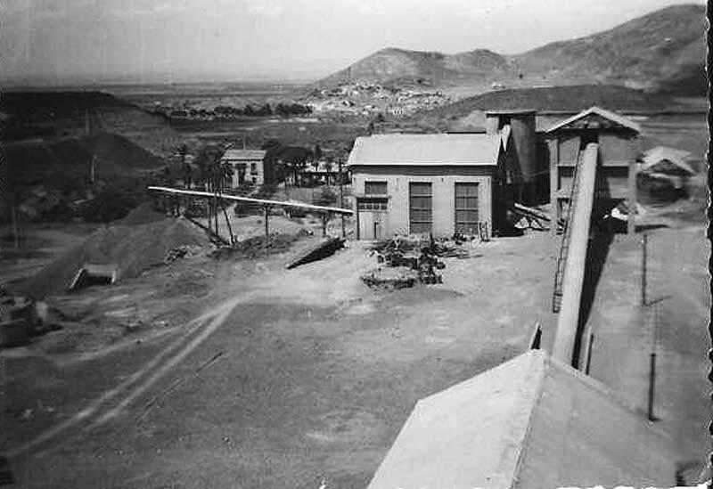 Mina-Asturiana,-el-Estrecho-al-fondo