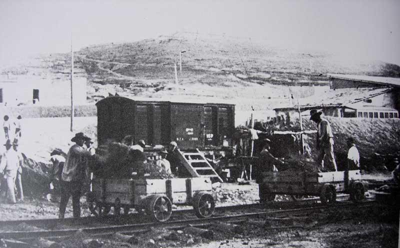 Embarque de mineral en Santa Lucía